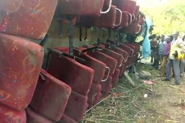 سقوط اتوبوس به دره ای در هند 20 کشته و زخمی در پی داشت