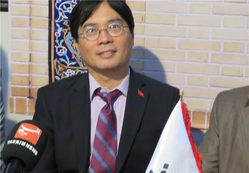 سفیر ویتنام مهمان غرفه خبرنگاران در محلات شد