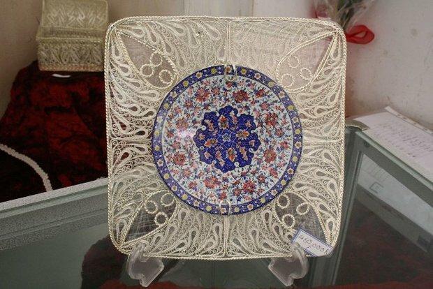 ملیله سازی هنر ایرانی که به نام تایلنددر ویترین هابه فروش می رسد