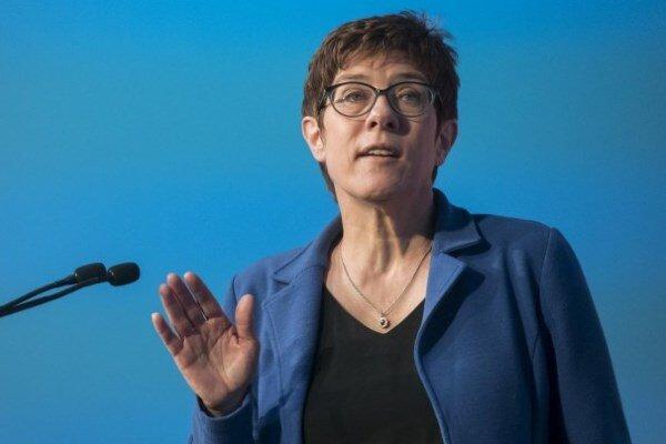 وزیر دفاع آلمان: خواهان گسترش روابط نظامی با آمریکا هستیم