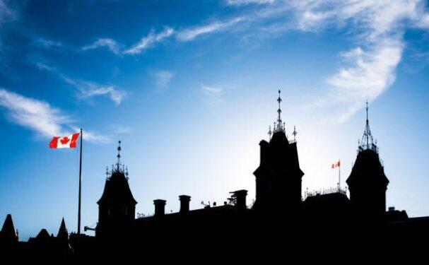 رشد فراتر از حد انتظار اقتصاد کانادا، کاهش رشد مالی آمریکا