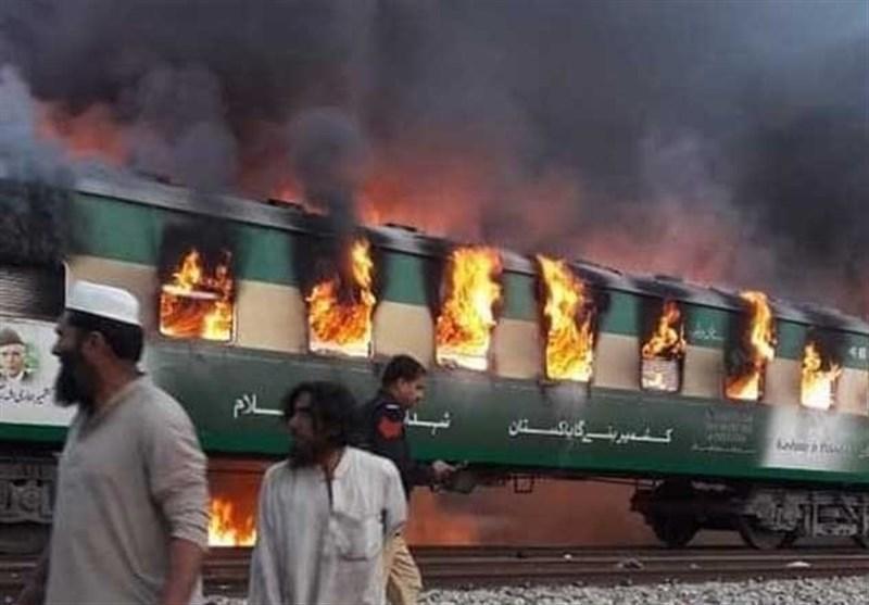 آتش دریافت یک قطار پاکستانی 62 مسافر را به کام مرگ کشاند