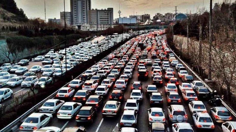 هر شهروند تهرانی سالانه 300 ساعت در ترافیک است