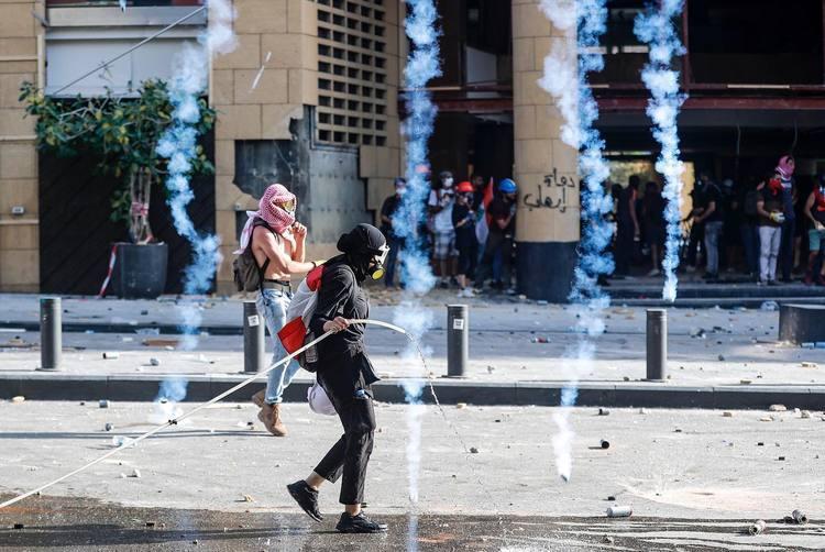 اعتراض در لبنان؛ درگیری پلیس با تظاهرکنندگان خشمگین، معترضان وارد ساختمان وزارت خارجه شدند