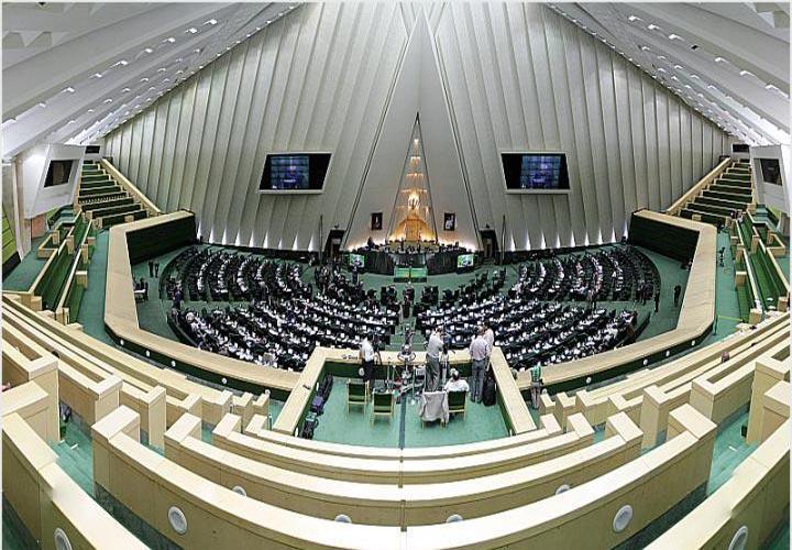 هشدار جدی قاضی زاده هاشمی به بعضی نمایندگان مجلس؛ از هیئت رئیسه فدراسیون ها استعفا دهید