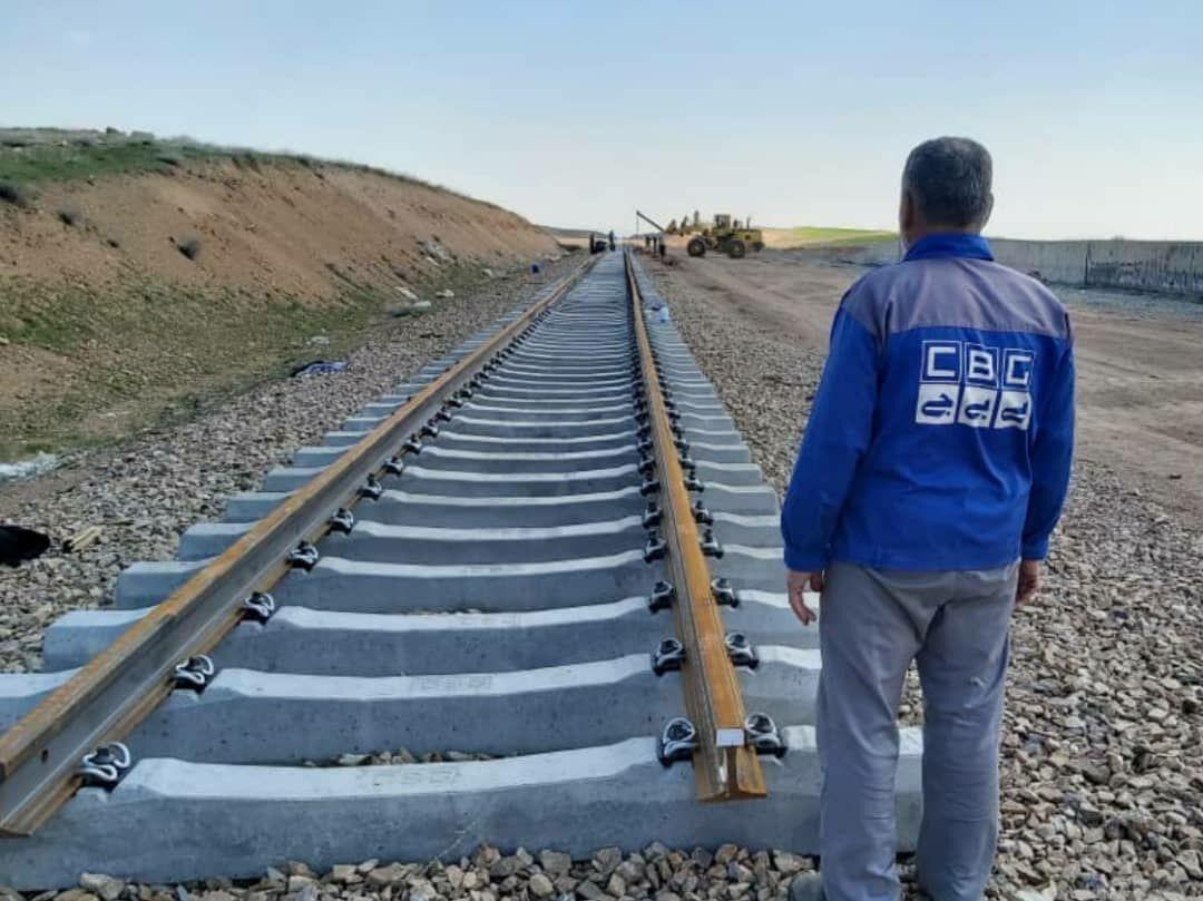 شروع ریل گذاری مکانیزه 65 کیلومتر از راه آهن همدان-سنندج ، تکمیل پروژه در سال 1400