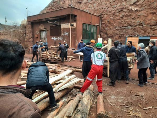 ریزش معدن منگنز در قم حادثه آفرید، 3 کارگر زیر آوار محبوس شدند