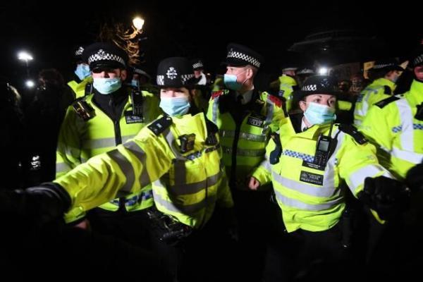 خبرنگاران لایحه جنجالی افزایش قدرت پلیس لندن درسرکوب معترضان ازسد مجلس عوام گذشت
