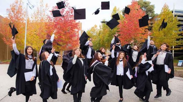 مقاله: اتاوا جهت جدیدی را برای اقامت دائم کارگران و فارغ التحصیلان گشوده است