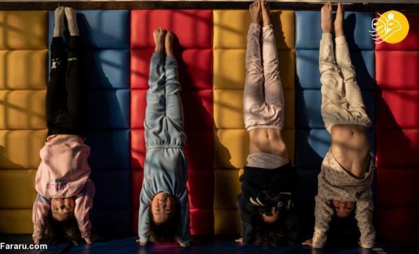 (تصاویر) آموزش سخت بچه ها چینی در مدرسه ژیمناستیک